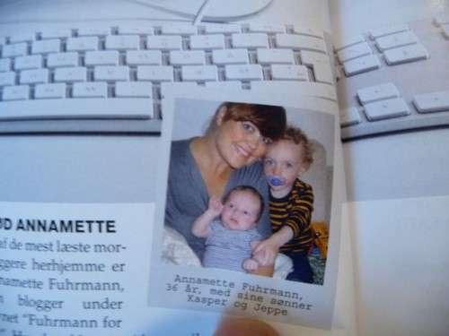 Smukke Frk Fuhrmann med Favnen Fuld af lækre unger