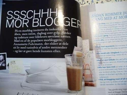 Se hvor hyggeligt det er at blogge. ALLE drikker kaffe. Siger det bare...